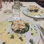 Un repas de noël excellent ! Carpaccio de saumon parfaitement assaisonné et homard sur lit d'épi