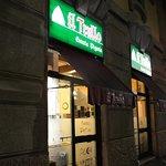 ミラノの中心部からはちょっと離れた場所にあるお店