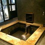 房間內的湯池