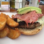 Cheesburger with Bacon and avocado. Home fries