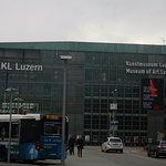 Fachada del KKL y el Kunstmuseum