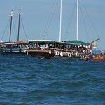 ISLA ITAPARICA , en esos botes te van a buscar al barco para llevarte a la costa