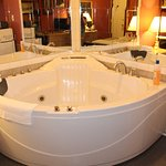 Honeymoon Jacuzzi Tub