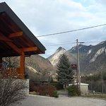 L'hôtel et le mont Billiat