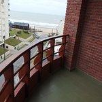 Balcón con vista al mar y la playa