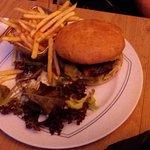 Hamburger war reichhaltig und gut.