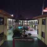 Photo de Studio City Court Yard Hotel