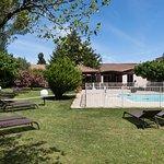 En été, profitez de notre parc et de sa piscine