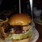 Menudo tamaño el de esa hamburguesa de salmón