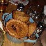 Aros de cebolla enormes y deliciosos