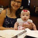 Minha esposa e minha bebê na melhor churrascaria de SP.