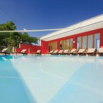 Das Highlight: Der 26 °C Panorama Pool mit heilendem Thermalwasser