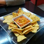 Nachos con salsa de anacardos , sencillamente , deliciosa, es otra forma de comer nachos .