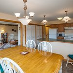 Cottage Suite, 3 BR, sleeps 7. 2 bathrooms, full kitchen