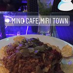 Great place to chill out with friends. I went alone. Enjoyed the pork nachos. Non halal. Even go
