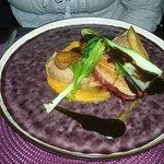 Magret de canard rôti ail noir et purée de châtaignes et panais