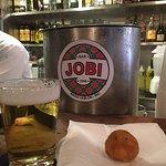 Bar tradicional do Rio de Janeiro, o bolinho de bacalhau é crocante e o chopp é muito bom.