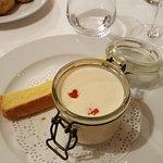 L'oeuf cocotte, crème de raifort et hareng fumé