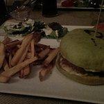 Hamburger avec pain au pesto