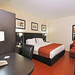 Photo de Holiday Inn Express Hotel & Suites Montreal Airport