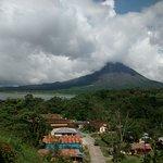 Vista del volcan Arenal desde la terraza del Restaurant
