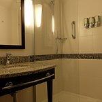 Queen Room (Bathroom)
