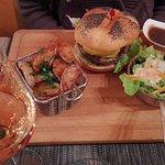 Burger spécial foie gras et camembert fondu