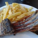 Cordero asado con papas fritas - Don Pichón - Calafate