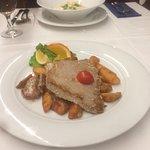 Perfect tuna steak great dagnje. I recomend!