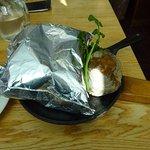 ハンブルグステーキ アルミ箔のまま出てきます。