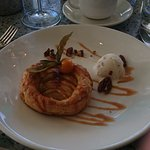 Warm apple tart