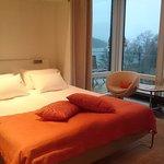 Fantastisk säng med ursköna sängkläder
