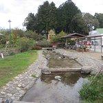 水汲み場横の川