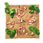 Galette bretonne aux champignons des bois, emmental et lardons