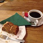 Just the right spot for coffee and cake when it's pouring with rain. Good coffee and great cake