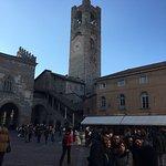 Photo de Piazza Vecchia