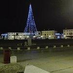 Vista notturna sulla Piazza Grande il 30 Dicembre.