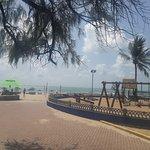 La playa a dos cuadras con muchos juegos para niños