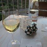 ミネラルウォーター 白ワイン