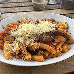 Rigatoni mit Scampi und Rindfleischstreifen, sehr lecker. Und viel. 😊