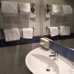 wastafel en handdoeken