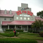 Excellent restaraunt right in front of the Nashville KOA