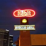 Foto de The Habit Burger Grill