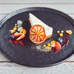 Chef's cheesecake with raspberry gel