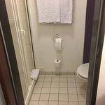 WC und Dusche, ein wenig eng