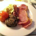 Klassisches britisches Frühstück mit Haggis