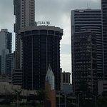 O edifício do hotel tem forma arredondada