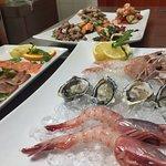 crudo di mare, scampi, ostriche, gamberi e carpaccio di pesce, una delizia...