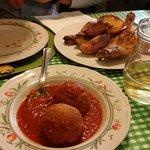 Pallotte cacio e uova e pollo con patate