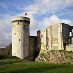le donjon carré le plus ancien du chateau de Falaise